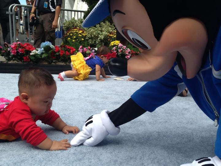 rundisney-2013-disneyland-half-marathon-weekend-knighty-park-mickey-mouse-diaper-dash