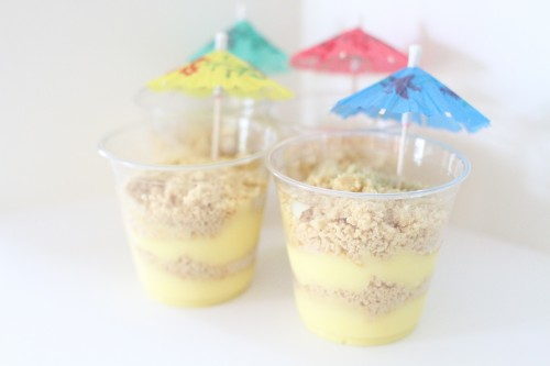 vanilla pudding and cookie crumbs treat